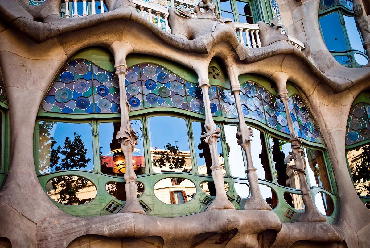 Promenade sur le Paseo de Gracia à Barcelone